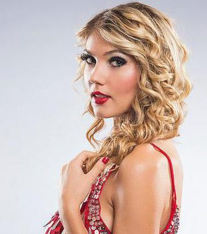 ELIZABETH-SCARBOROUGH-as-Taylor-Swift
